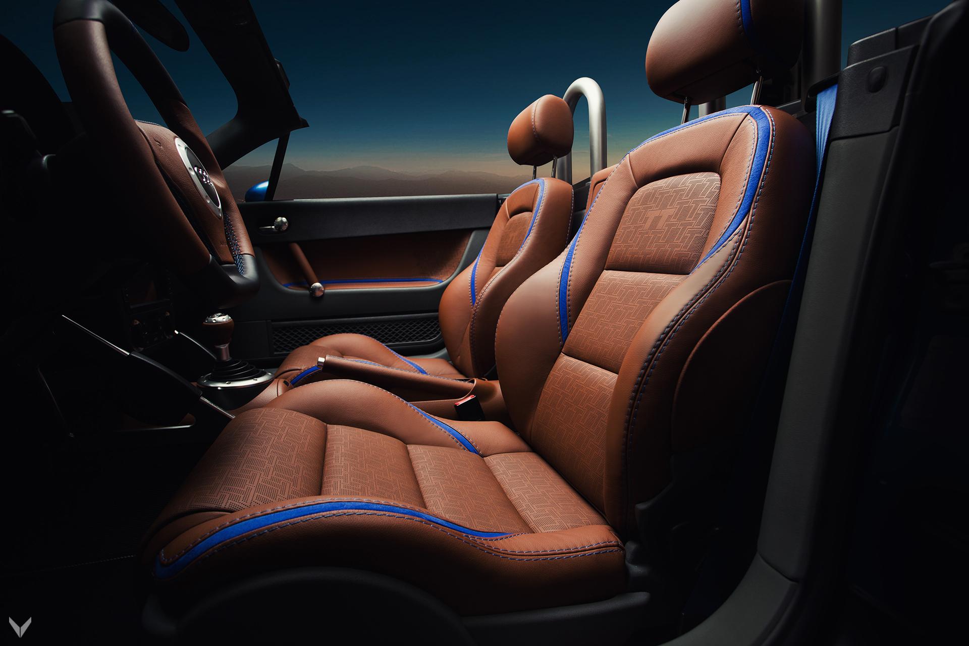 Команда дизайнеров заметила синюю тему в салоне авто.