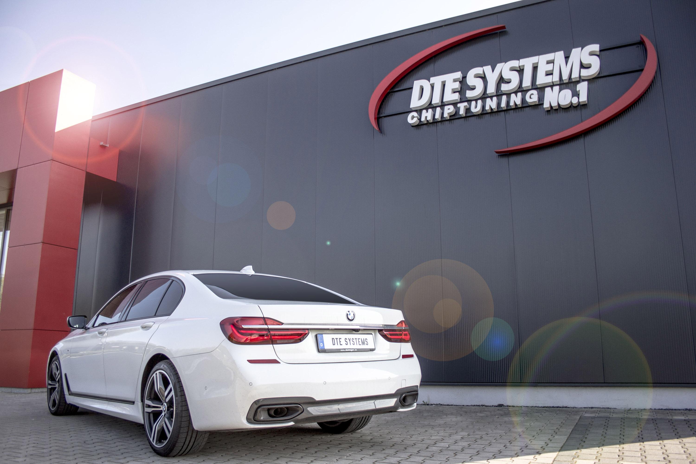 И, как кажется, они знают, какой автомобиль заслуживает этого. На этот раз умелые инженеры выбрали мощный BMW 750d xDrive для своего последнего проекта модернизации.
