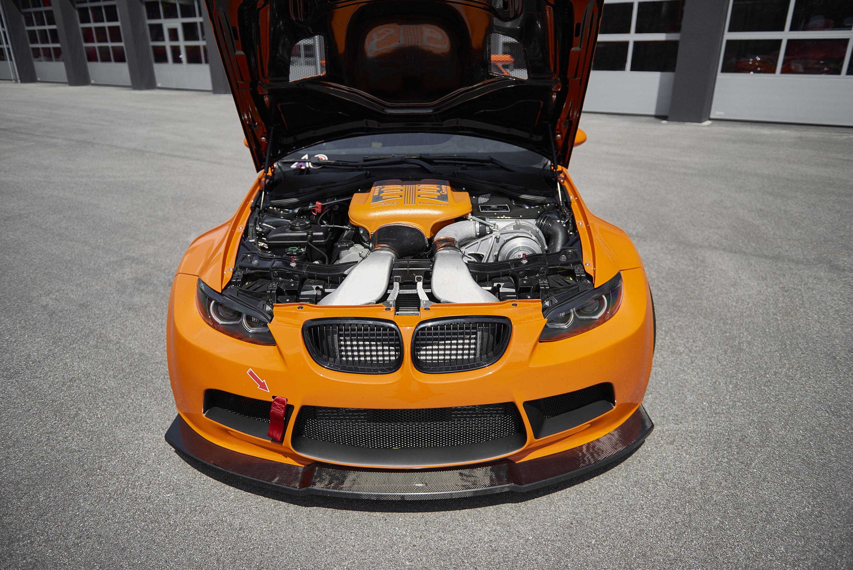 Мы видим классические линии BMW, которые сочетаются с некоторыми эксклюзивными деталями G-POWER.