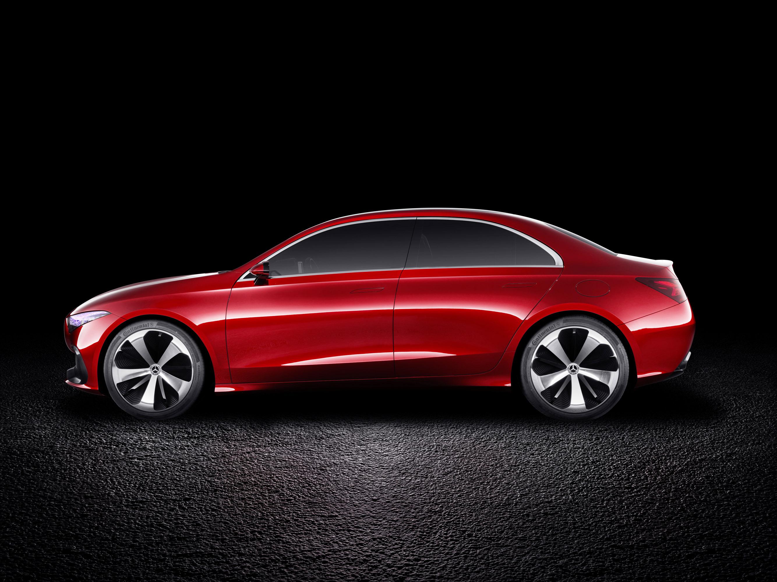Этот автомобиль красив. То, что мы видим здесь, - это известный современный дизайн Mercedes-Benz, смешанный с некоторыми футуристическими штрихами агрессивности и мужественности.