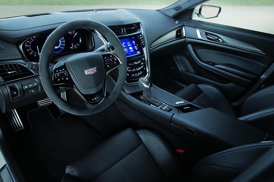 Однако Cadillac CTS-V Carbon Black Edition является самой привлекательной и увлекательной моделью, которая украшает японскую землю. Он даже считается значительно лучше того, который был доступен в США.