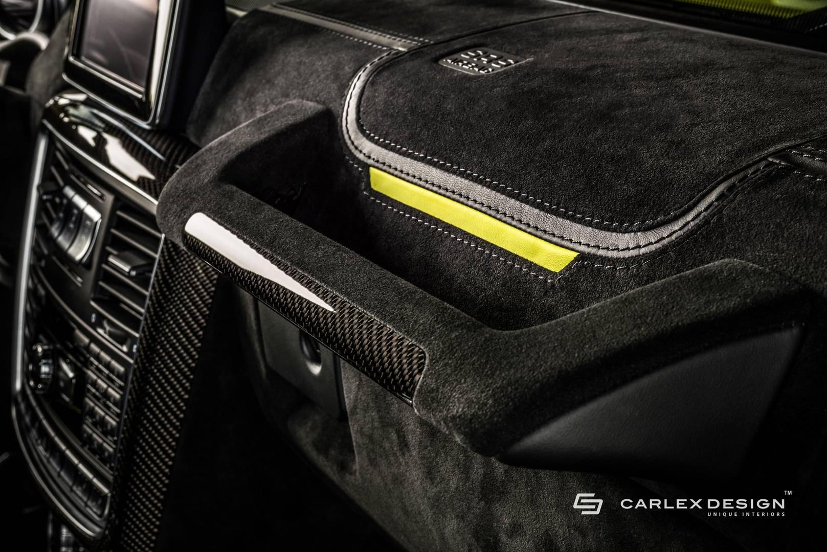 Строчки и вышивка дополнительно персонализируют интерьер автомобиля и образуют приятный контракт с акцентами черного и карбона.