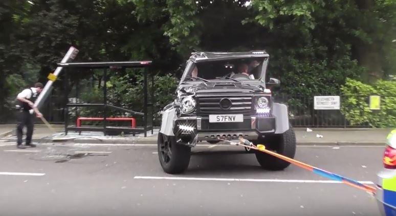 Как будто то, что ваш чудовищный внедорожник Brabus перевернул Prius, не было достаточно унизительным, авария ко всему прочему произошла и на знаменитой Sloane Street.