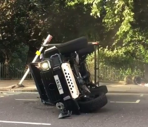 Эпицентр суперкаров в британской столице, заполненный невероятными автомобилями и их владельцами. Как произошла авария, на 100% еще не ясно – одни источники говорят, что G500 ехал на красный свет. К счастью, однако, оба водителя обошлись без серьезны