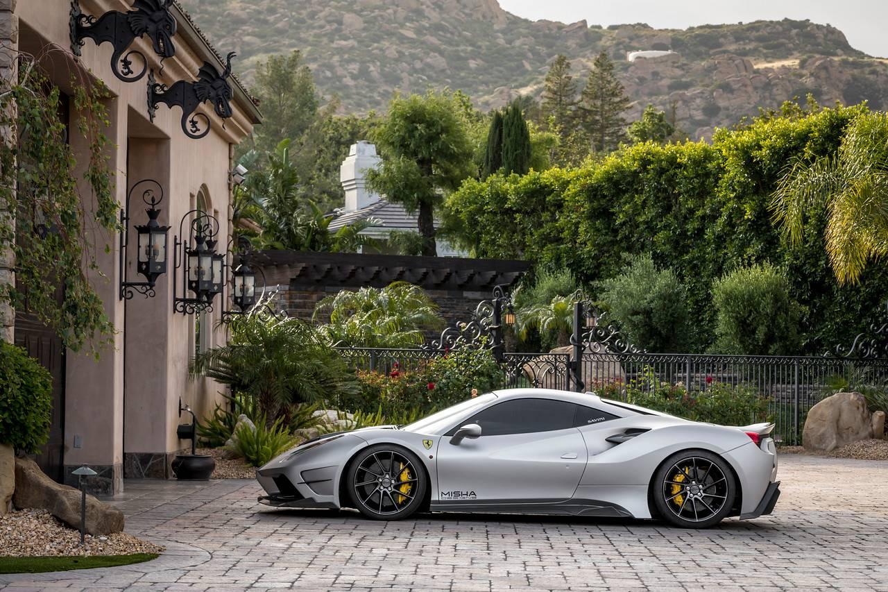 Пользовательская сборка, изображенная на фотографиях - это  2016 488 GTB сделанный совместно с Fusion Luxury Motors.