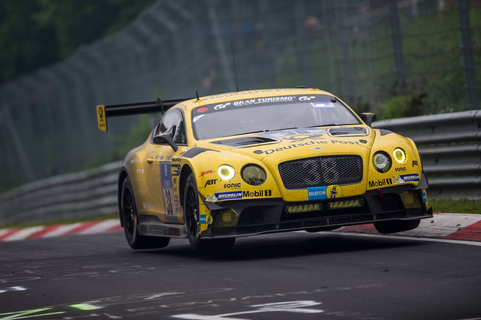 Bentley Continental 24 имеет такую же производительность, что и Bentley Continental SuperSports. Он разгоняется от 0 до 100 км/ч всего за 3,5 секунды и способен достигать максимальной скорости 336 км/ч.