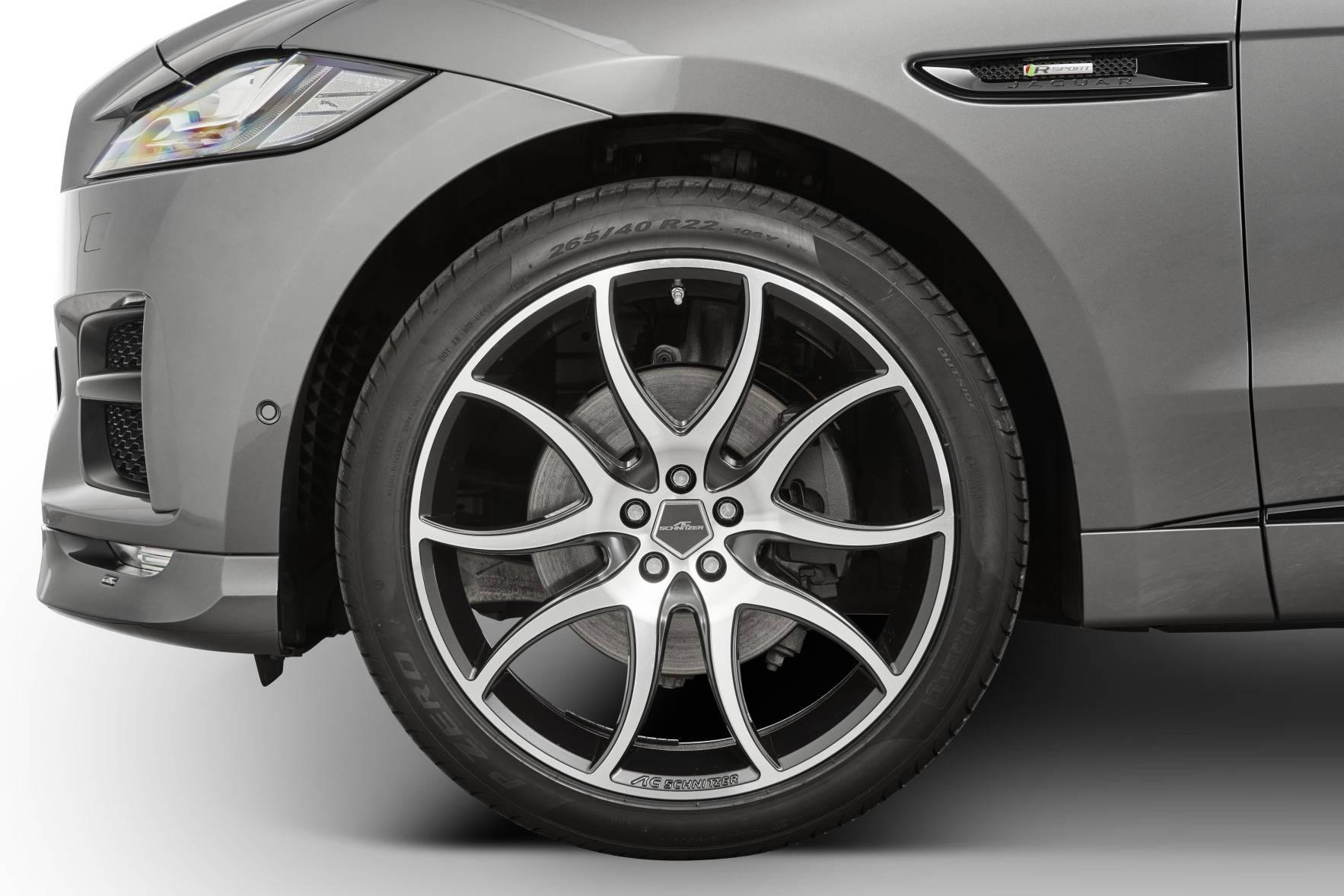 22-дюймовые диски AC Schnitzer AC2 доступны в двухцветном черно-серебристом или черно-антрацитовом варианте и имеют шины размером 265/40 R22.