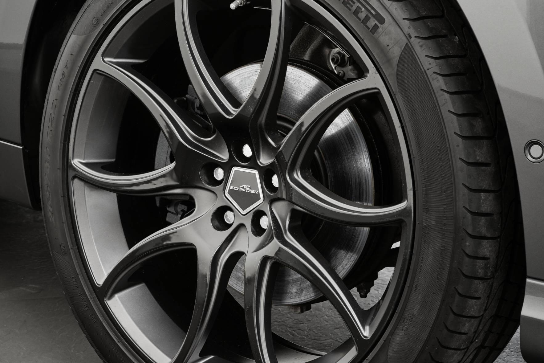 По желанию интерьер также может быть дополнительно персонализирован. AC Schnitzer Jaguar F-Pace будет доступен с сентября 2017 года.