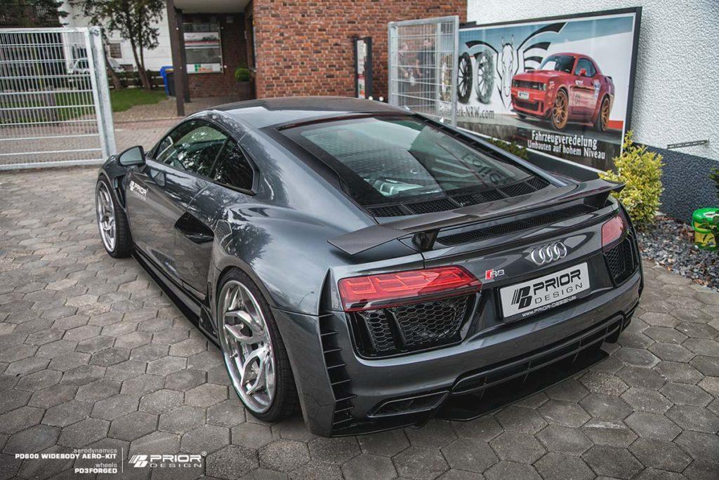 Prior Design оставила задний спойлер автомобиля таким, какой он есть, что кажется правильным выбором.