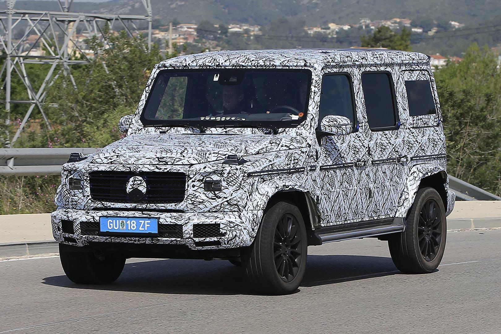 Знаменитый роскошный внедорожник славится своей практически неизменной в течение 38 лет производства внешностью. В этом году Mercedes-Benz планирует представить новый G-класс.