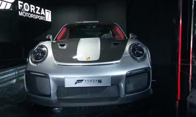 Хотя никаких технических подробностей не было опубликовано, мы ожидаем увидеть 3,8-литровый рядный шестицилиндровый турбированный двигатель от нынешнего 911 Turbo S с мощностью около 640-700 лошадиных сил. 2018 GT2 RS будет доступен только с коробкой