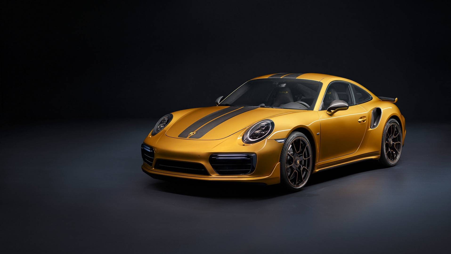 Porsche действительно превзошел себя еще раз и создал невероятный коллекционный автомобиль. Новый 911 Turbo S Exclusive Series - это гораздо больше, чем обычный Turbo S с причудливой окраской и некоторым количеством карбона. Это настоящее воплощение
