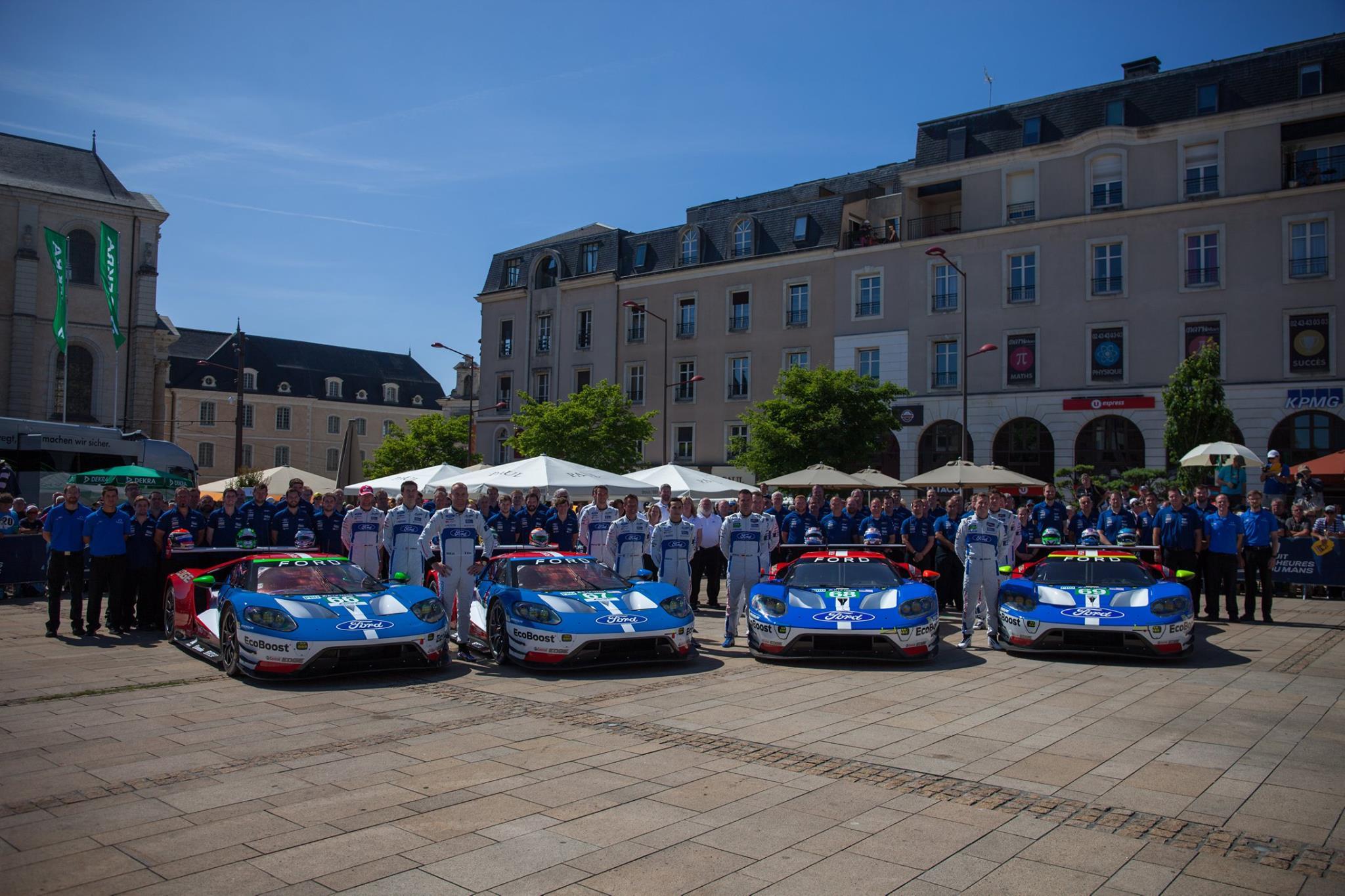 Porsche был быстрее на свободной сессии, но Камуи Кобаяши и Кадзуки Накадзима были быстрее во время первого заезда в среду. №7 Toyota TS050 Hybrid Кобаяши установил рекорд круга со временем 3 минуты 18.793 секунд, что на 0,6 секунды быстрее Накадзимы