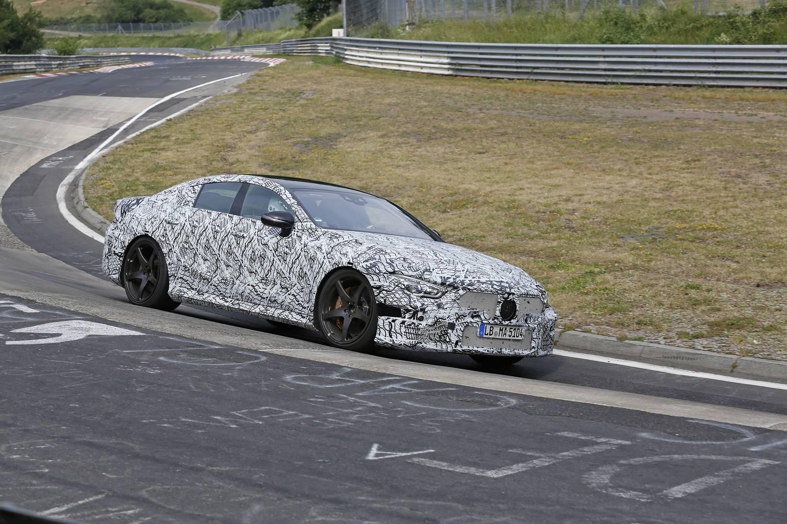 Гладкий и элегантный спортивный автомобиль с аналогичным дизайном напоминает о текущем диапазоне AMG. Можно с уверенностью сказать, что автомобиль был принят с большим энтузиазмом.
