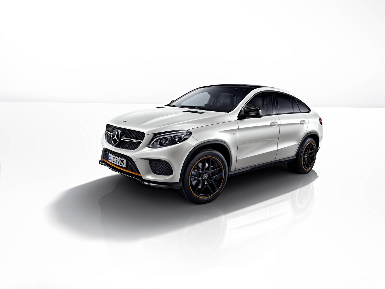 Чтобы завершить пакет, Mercedes-Benz предлагает 21-дюймовые легкосплавные диски AMG с пятью спицами в эксклюзивной блестящей черной окраске с соответствующими оранжевыми бликами.