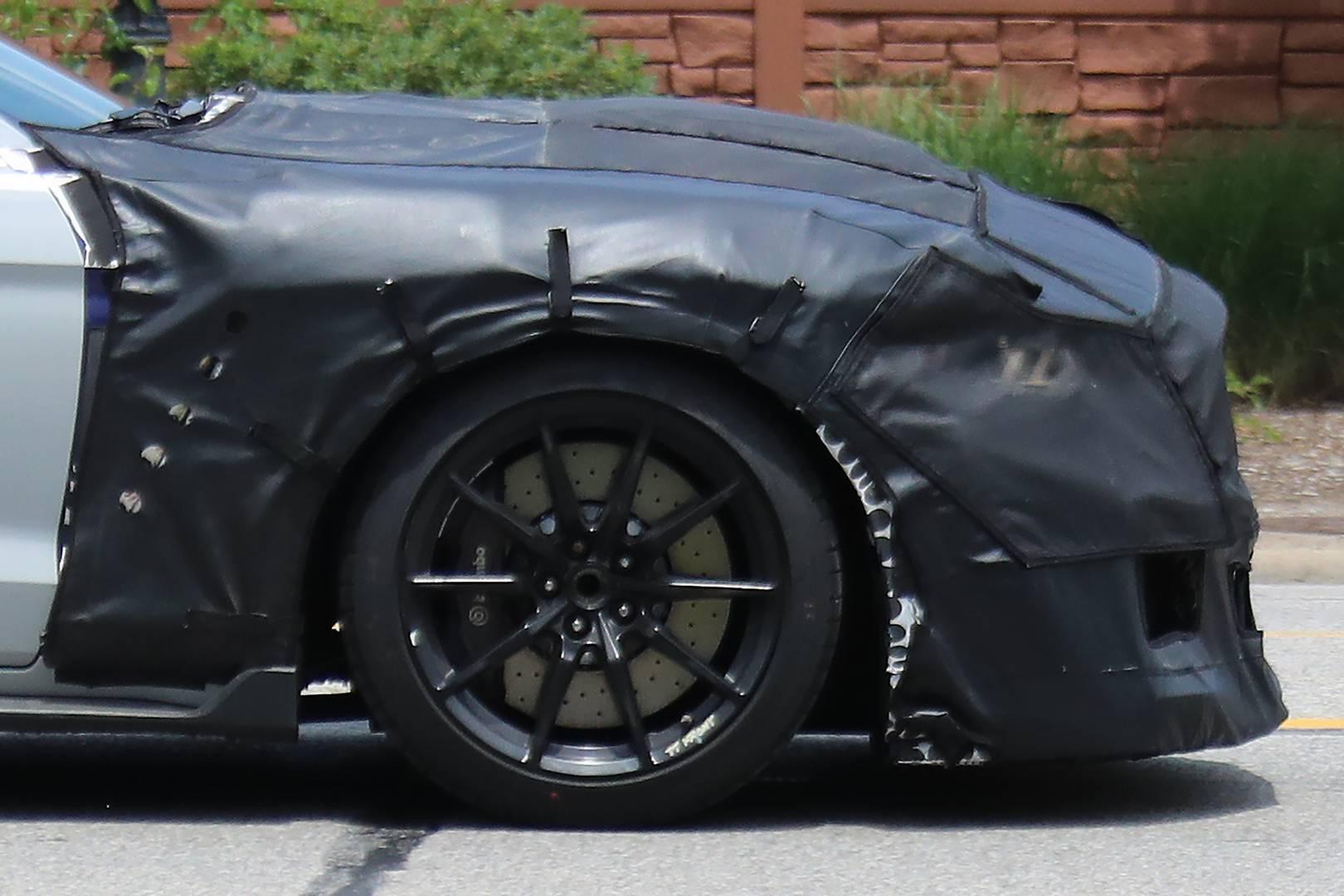 На этой неделе автомобиль 2019 Ford Mustang Shelby GT500 был замечен на тестировании, дав нам представление о предстоящем американском монстре.