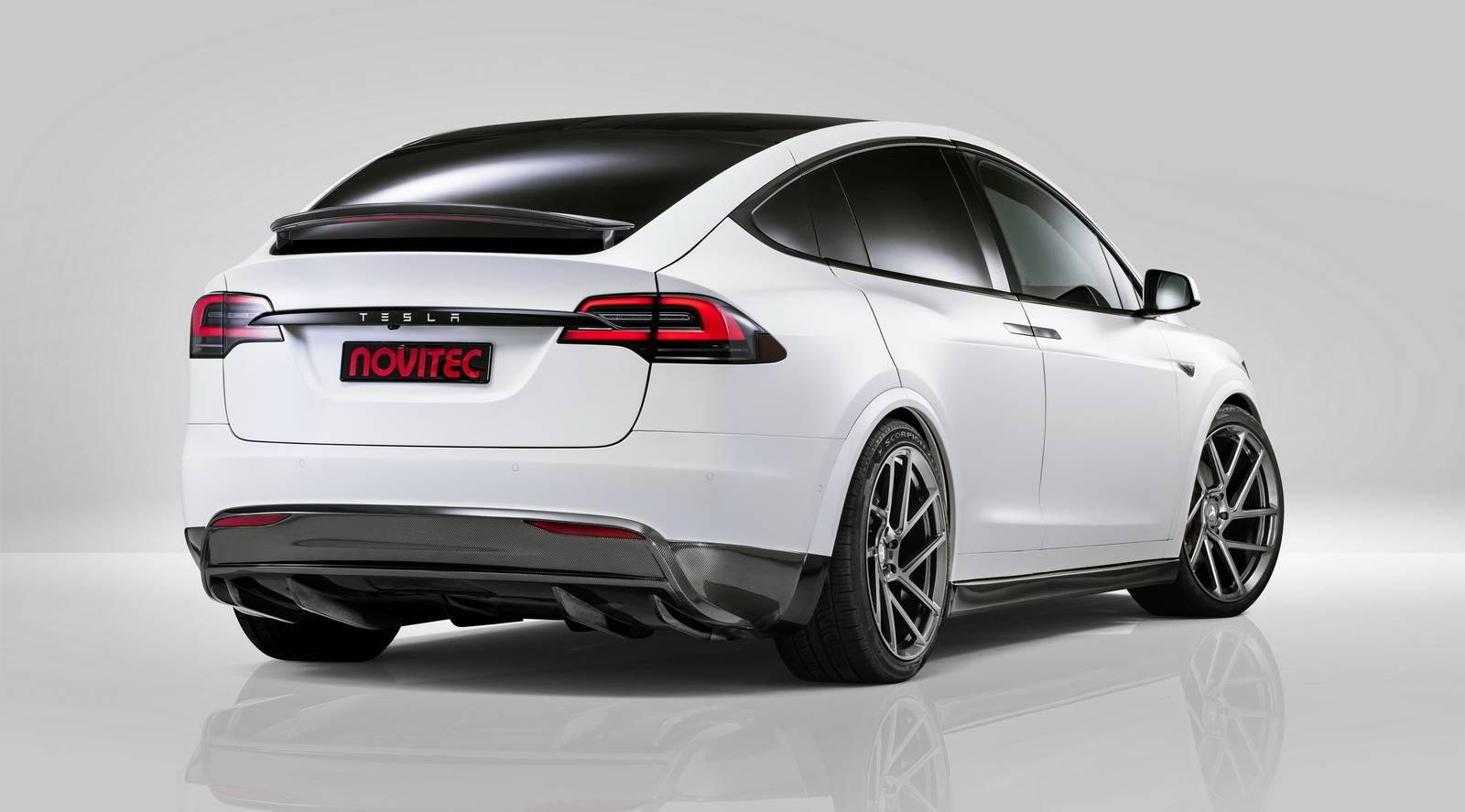 Тормоза поставляются в двух разных версиях. Базовая версия с вентилируемыми роторами размером 380х34 мм и шестипоршневые фиксированные суппорты на передней оси и более продвинутая версия, которая также позволяет заменить задние диски на 360х28 мм кар