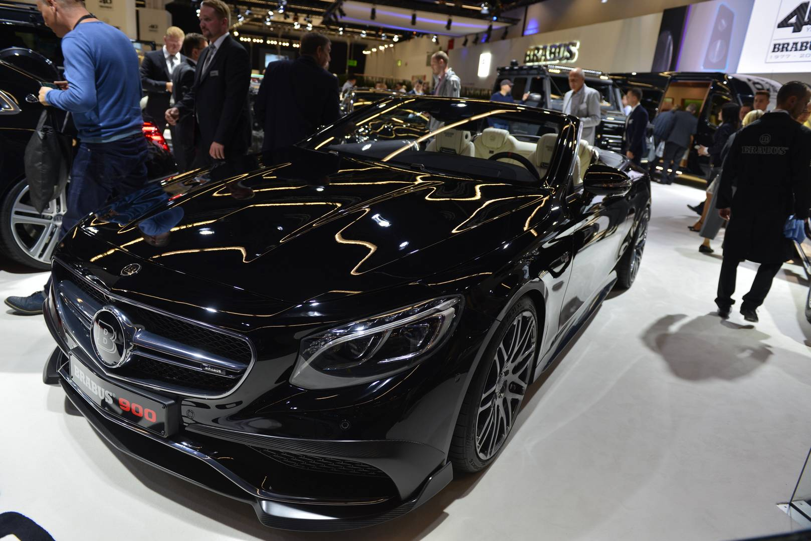 Mercedes-AMG только что представил фэйлифтинговую модель 2018 Mercedes-AMG S 65 Cabriolet Facelift на автосалоне во Франкфурте 2017, а наряду с ним и самый экстремальный кабриолет S65 на сегодняшний день.