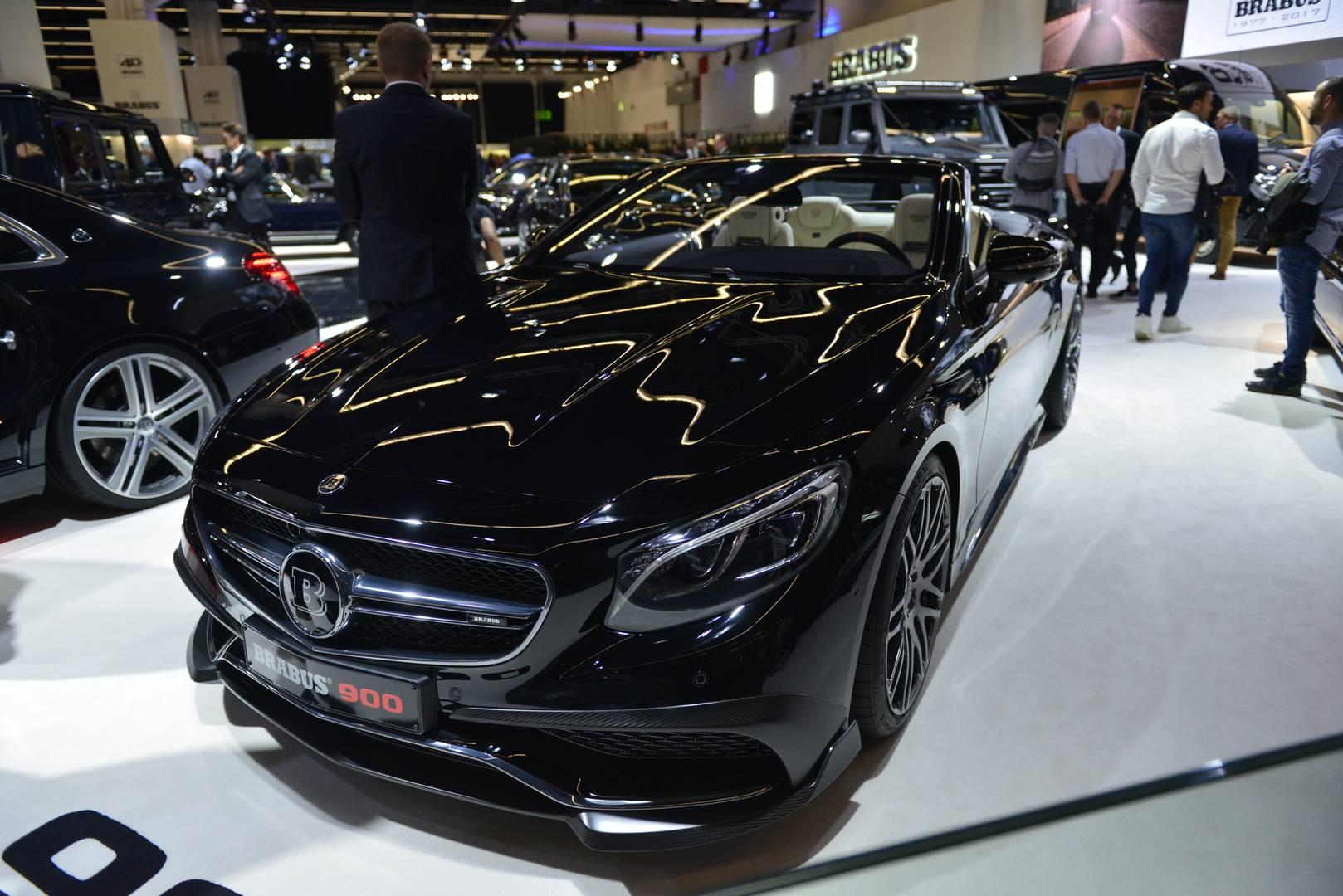 Он производит мощные 900 лошадиных сил и 1500 Нм крутящего момента (с электронным ограничением).