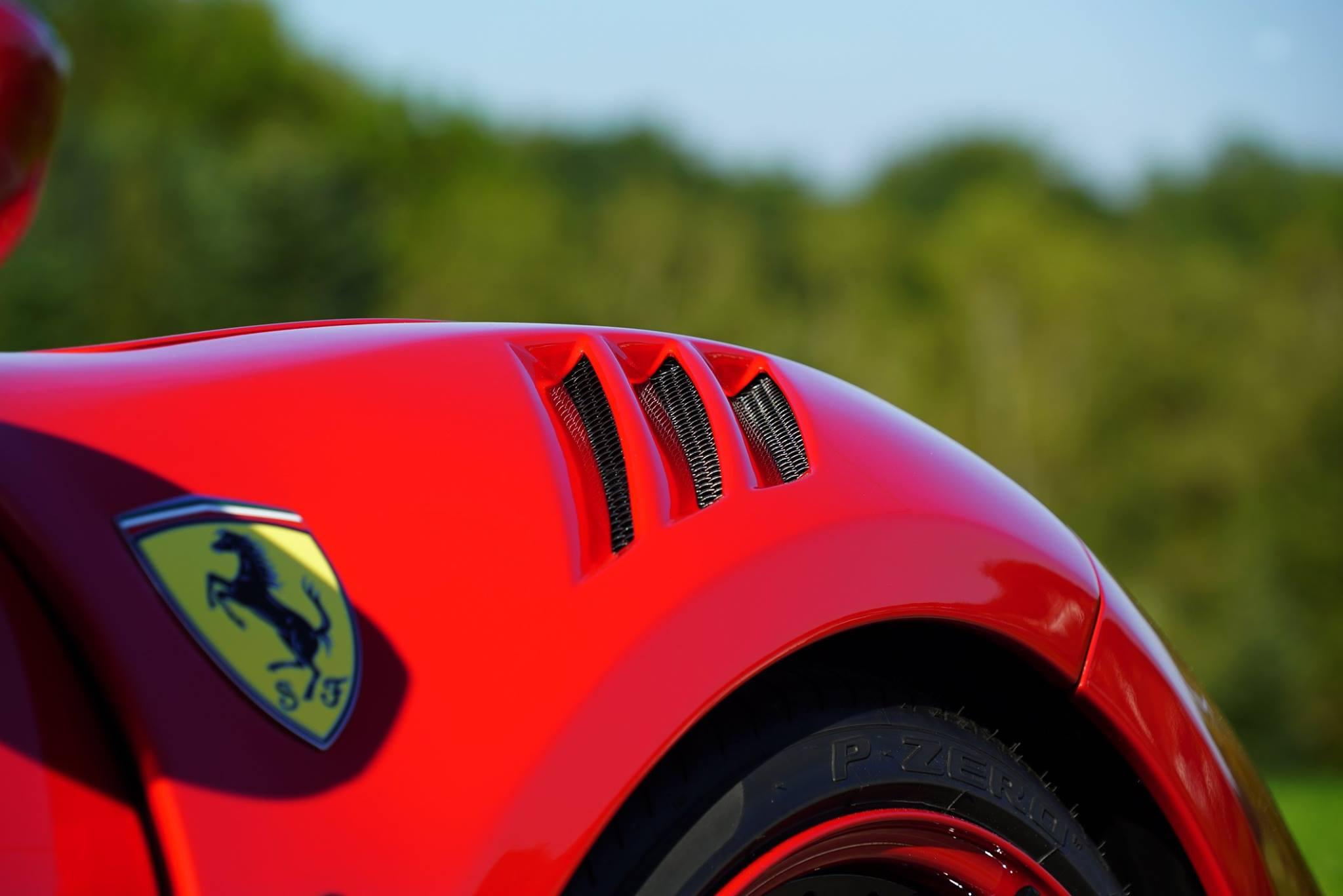 Новые накладки на пороги напоминают нам о знаменитом Ferrari 360.