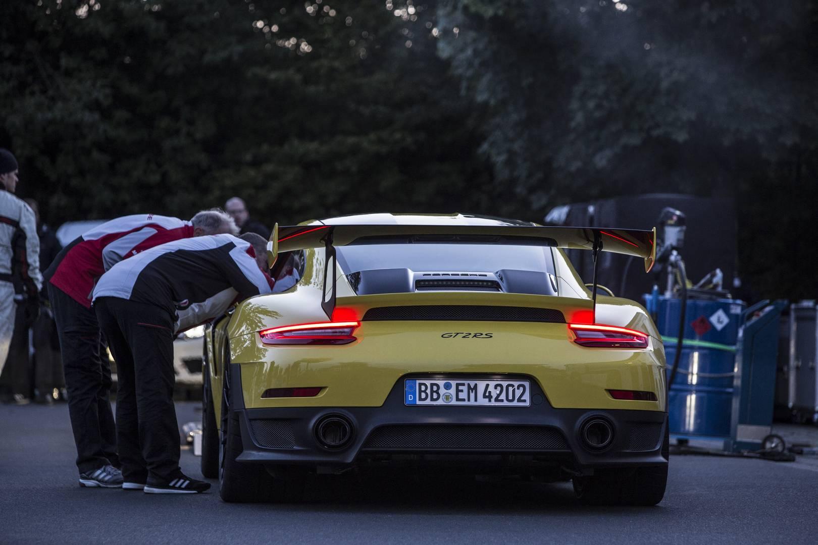 2018 Porsche 911 GT2 RS является новым королем кольца после того, как 20 сентября Porsche установил рекорд в 6 минут 47,3 секунды.