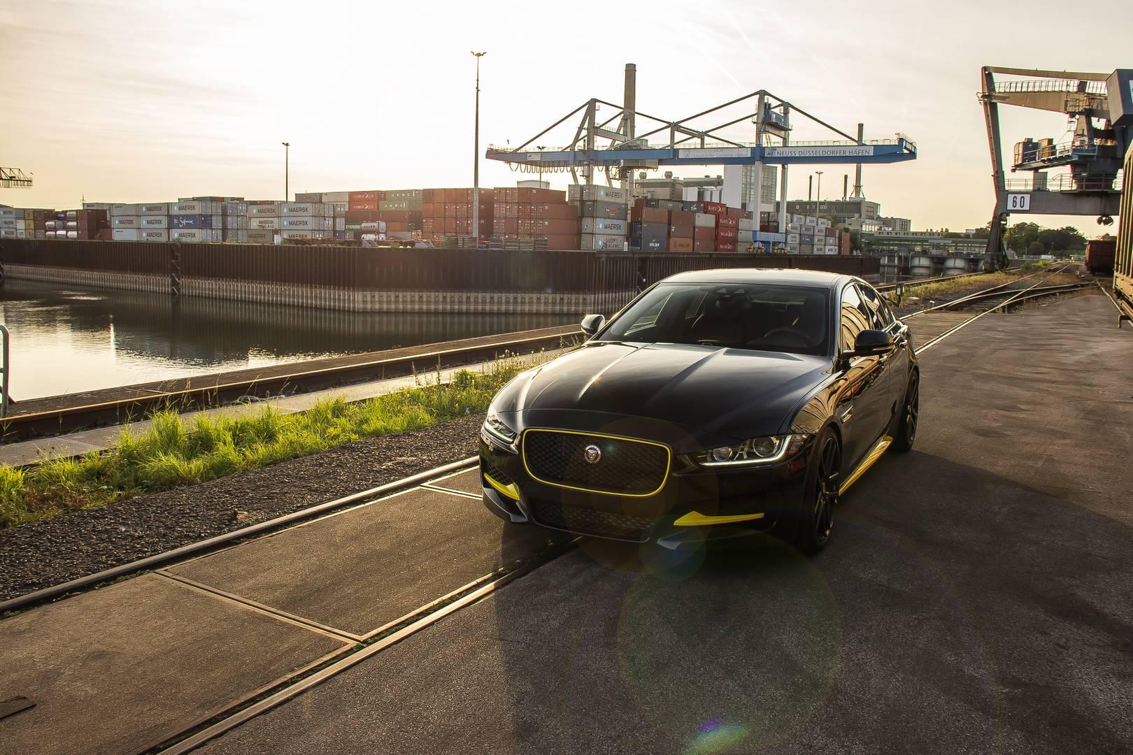 Владельцы дизельных моделей могут заказать активную звуковую систему Arden, которая, как говорят, обеспечивает подлинный звук двигателя в салоне. Пять звуковых профилей варьируются от звучного V6 до глубокого V8.