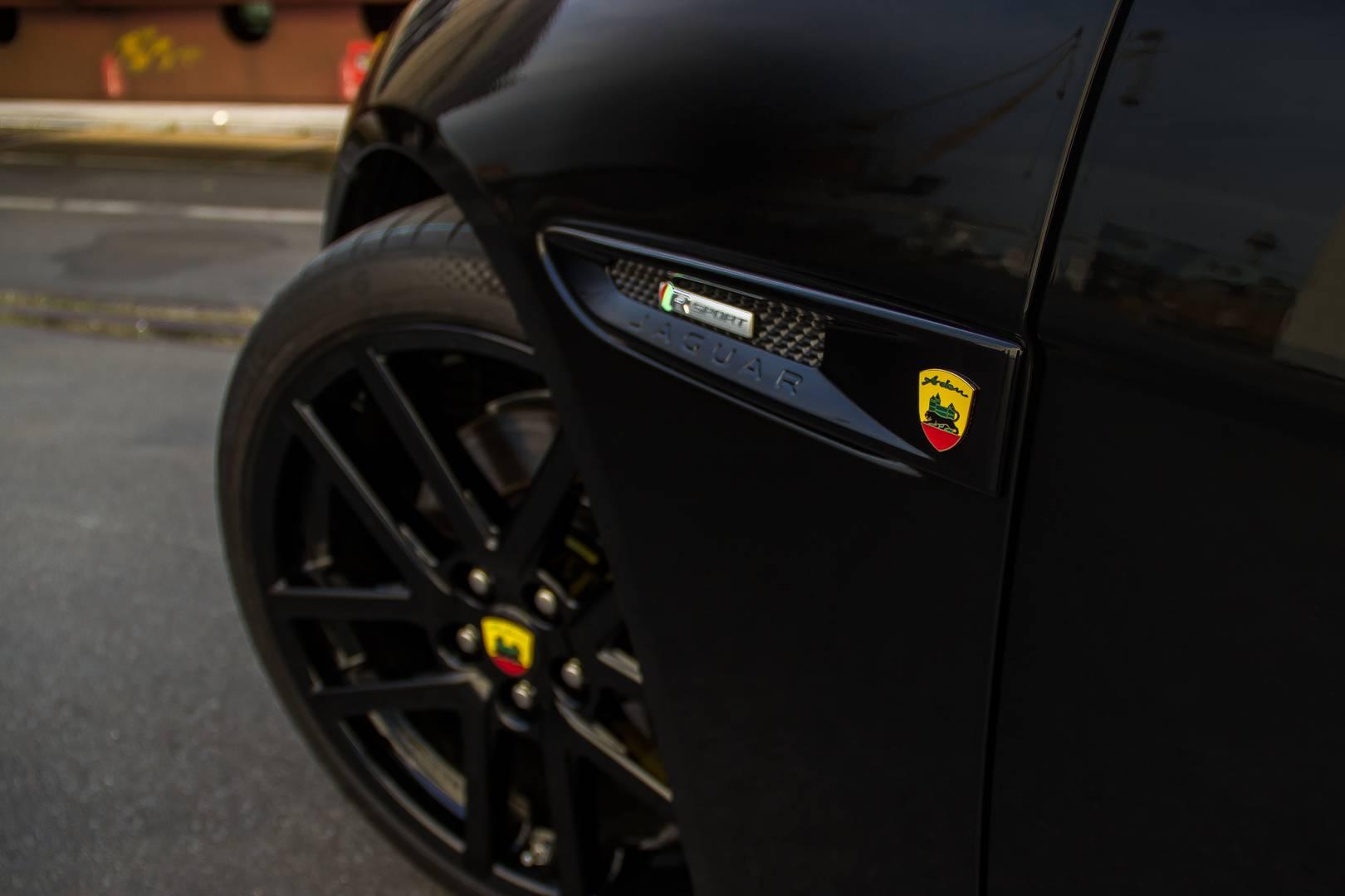 Чтобы 19-дюймовые колеса еще лучше заполнили арку, был установлен набор пружин Arden Sport, который уменьшает высоту автомобиля на 30 милиметров ниже.
