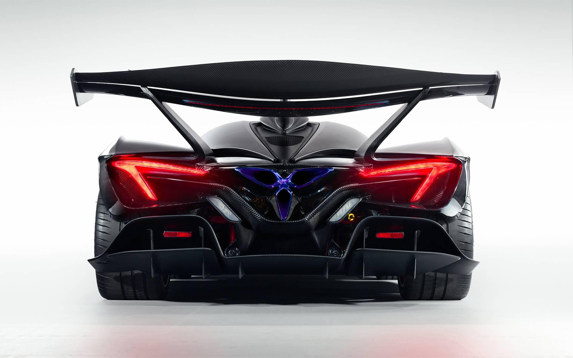 Как и проект SCG003, Apollo Intense Emozione является проектом Manifattura Automobili Torino. Компания построила кокпит из карбона, который лежит в основе Apollo. Он включает передний и задний подрамники из карбона. Вся платформа весит всего 105 кг,