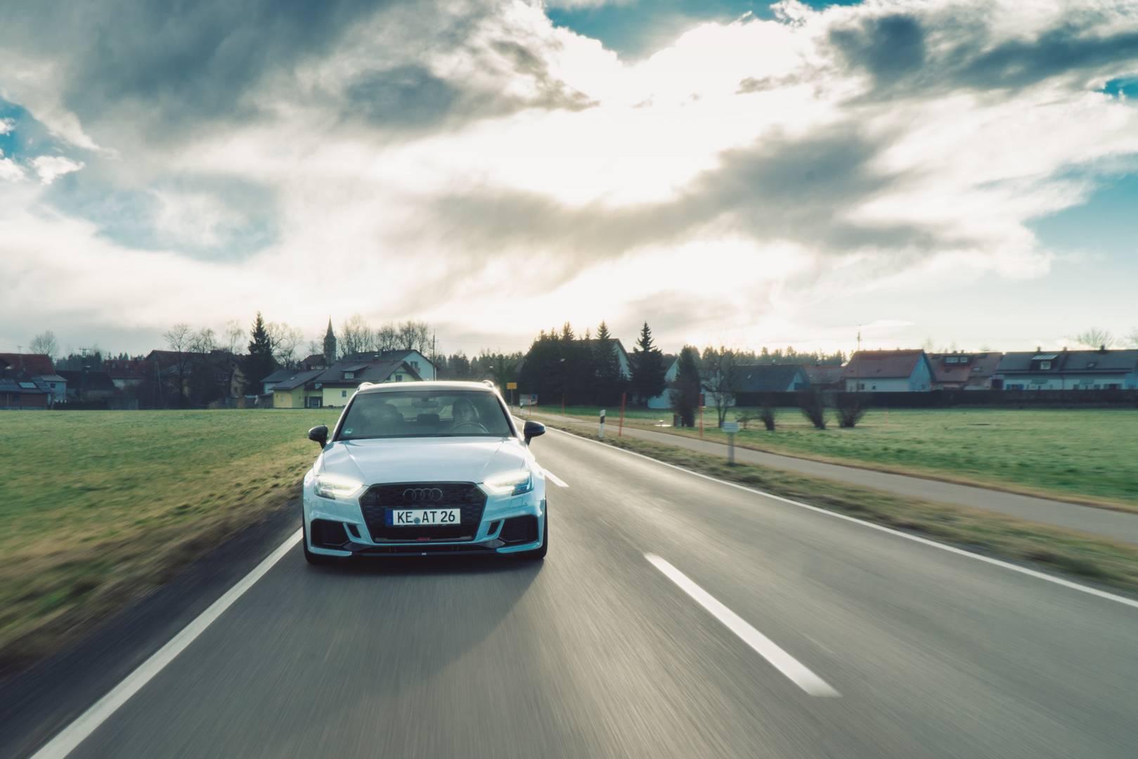 Комплект тормозов ABT также предлагается с 380-миллиметровыми дисками. ABT предлагает на выбор 19 и 20-дюймовые колеса с дизайном ABT DR, ER-C, ER-F или FR. Экстерьер ABT Audi RS3 Sportback получает набор глянцевых черных сплиттеров сзади и спереди,