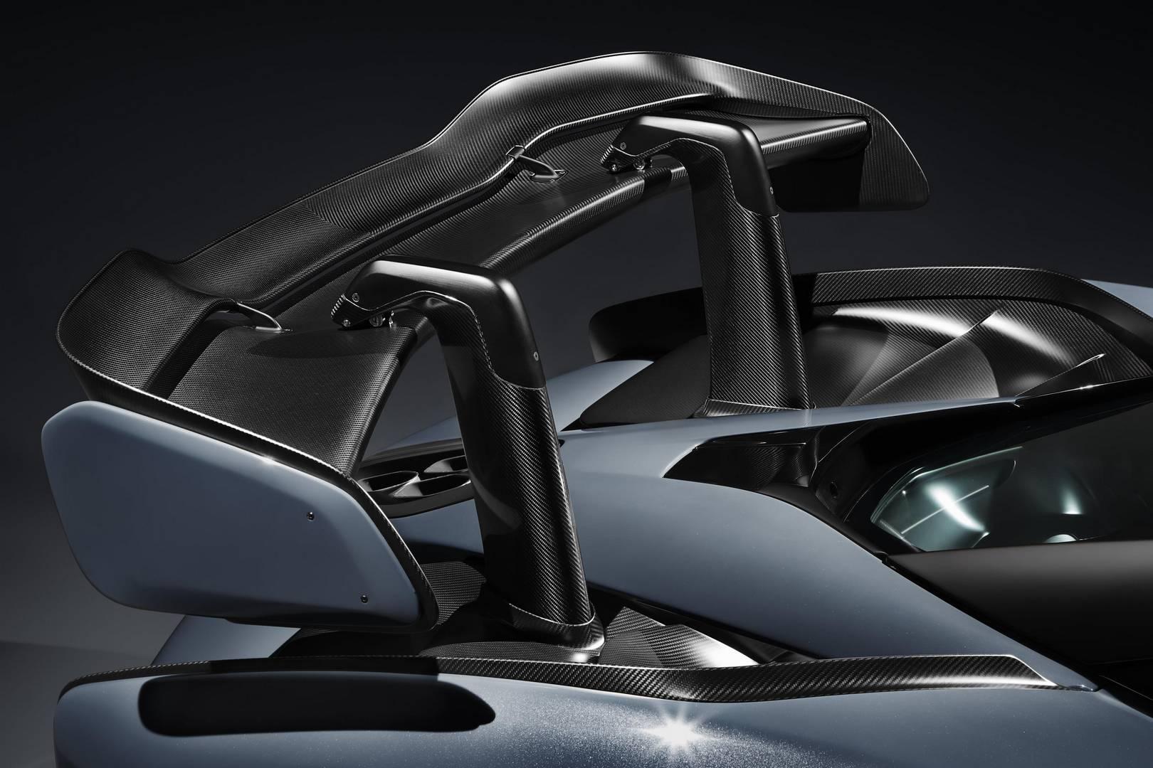 Это был прощальный подарок от британской компании в 2017 году. Компании удалось запустить невероятно успешный 720S и увеличить продажи 570S и 540C до рекордных уровней, справедливо сказать, что 2017 год был лучшим годом McLaren.