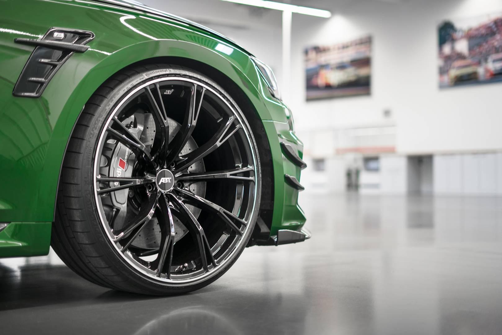 Пока ничего не известно о цене автомобиля, но мы подозреваем, что каждый экземпляр будет продаваться по индивидуальной цене.