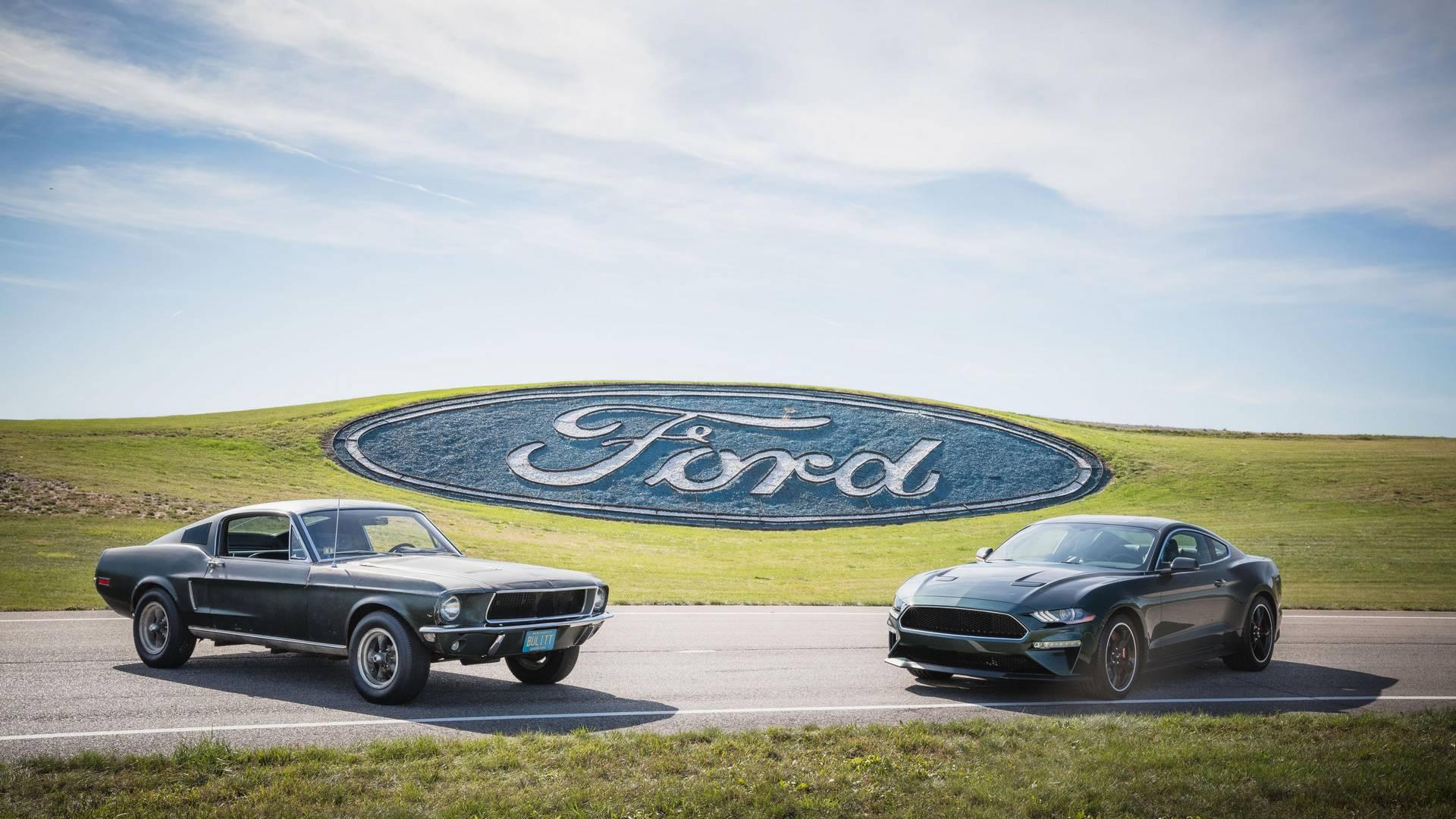 Автомобиль доступен с тем же цветом экстерьера Dark Highland Green и хромированными акцентами, что и в фильм, или в цвете Shaddow Black, если это необходимо.