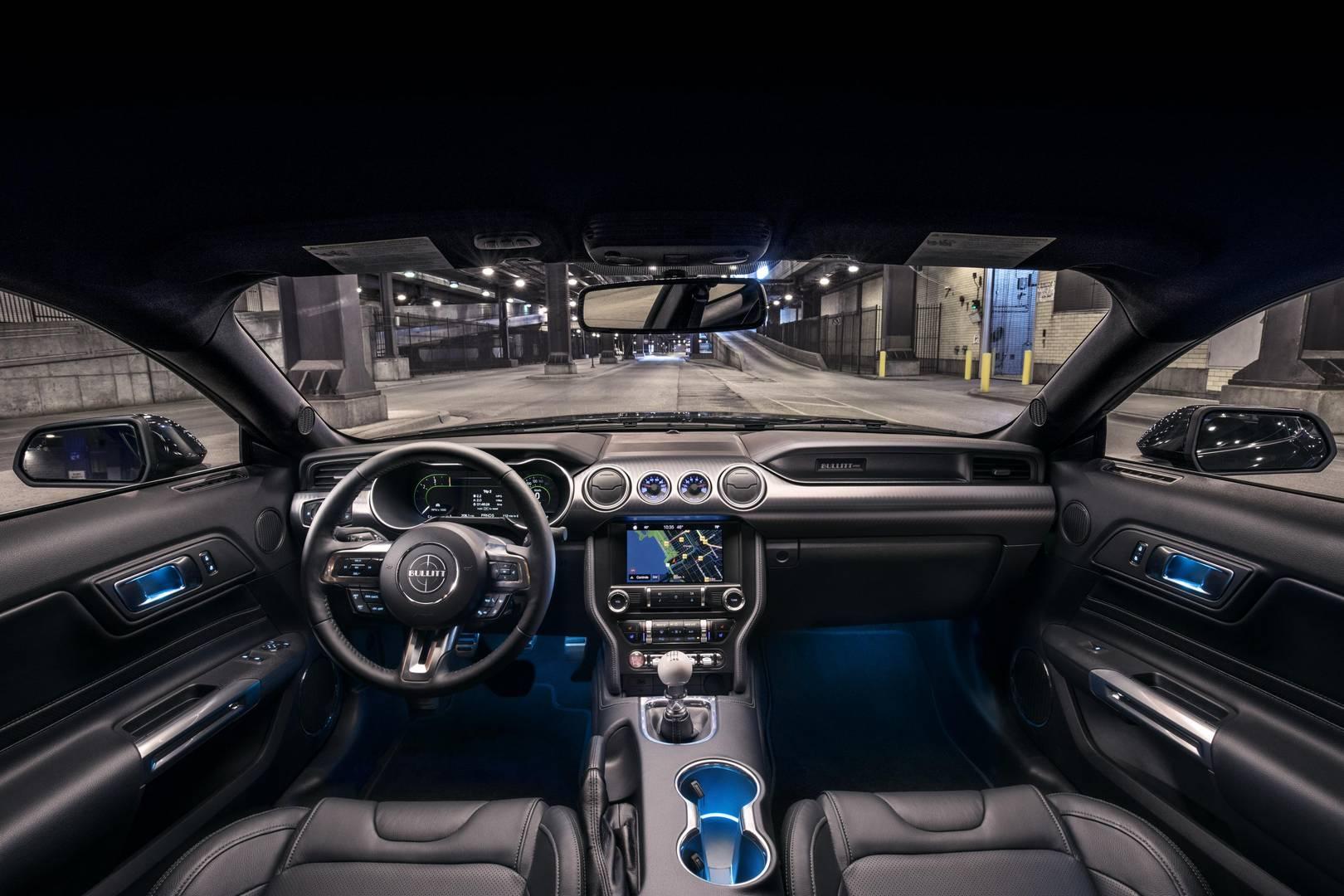 Пакет Bullitt Electronics включает в себя навигацию, сиденья и зеркала с памятью водителя, улучшенную звуковую систему и информационную систему слепых зон с предупреждением о перекрестном движении. MagneRide включает в себя полуактивную систему подве
