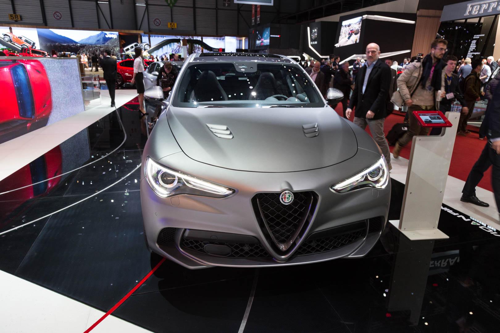 Напомним, что версии Quadrifoglio обоих автомобилей оснащены 2,9-литровым двухцилиндровым двигателем V6 с двигателем мощностью 510 л.с. и 600 Нм крутящего момента. Эта мощность позволила Giulia проехать Нюрбургрингский Нордшляйфе всего за 7 минут 32
