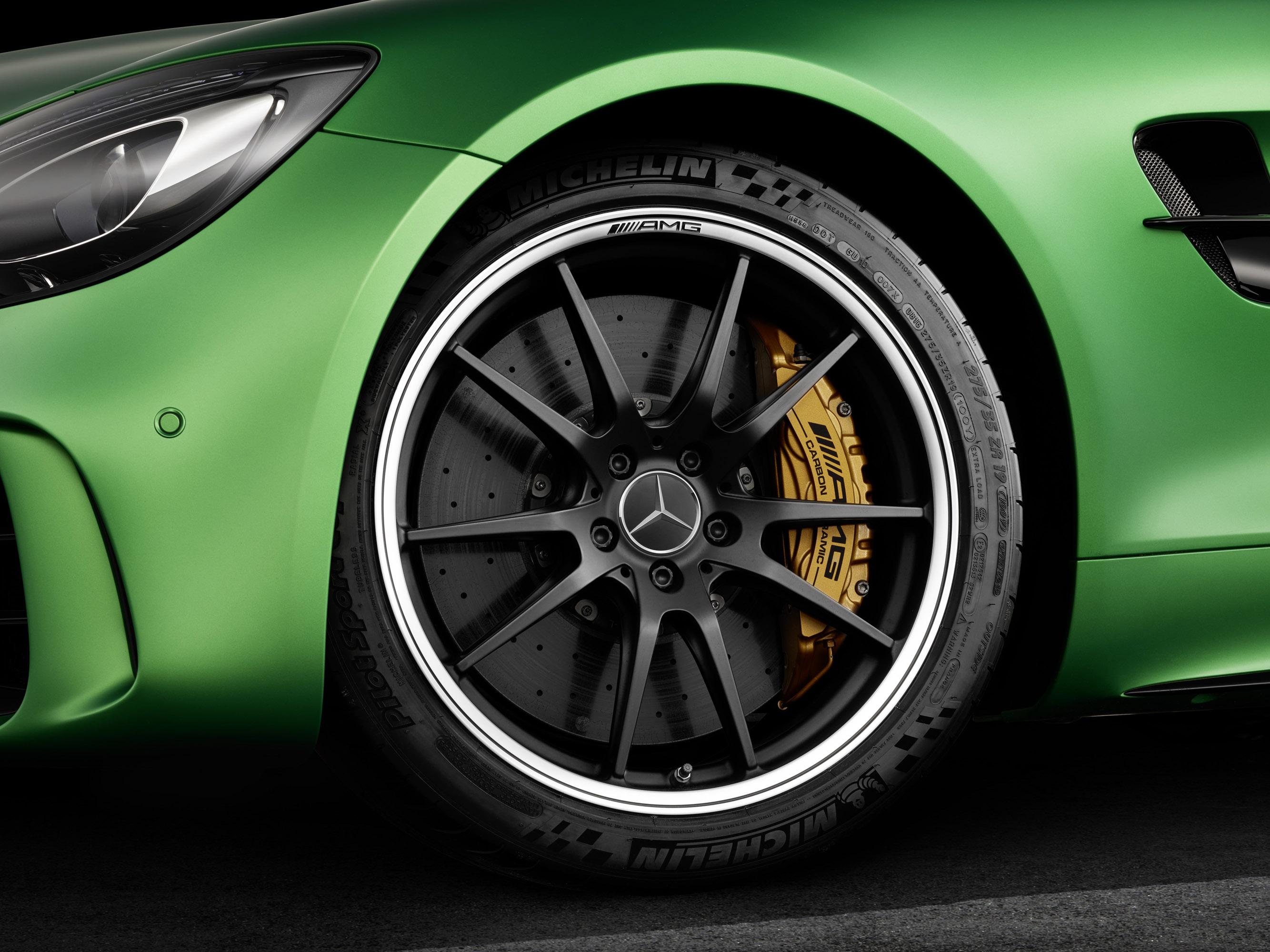Самое интересное, что GT R - это не только трековый автомобиль.