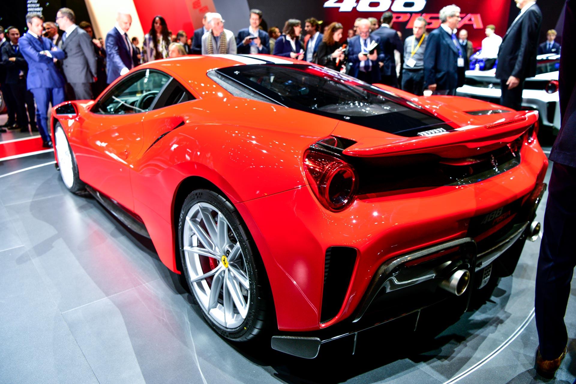 На автосалоне в Женеве Ferrari показал свой новый 488 Pista.