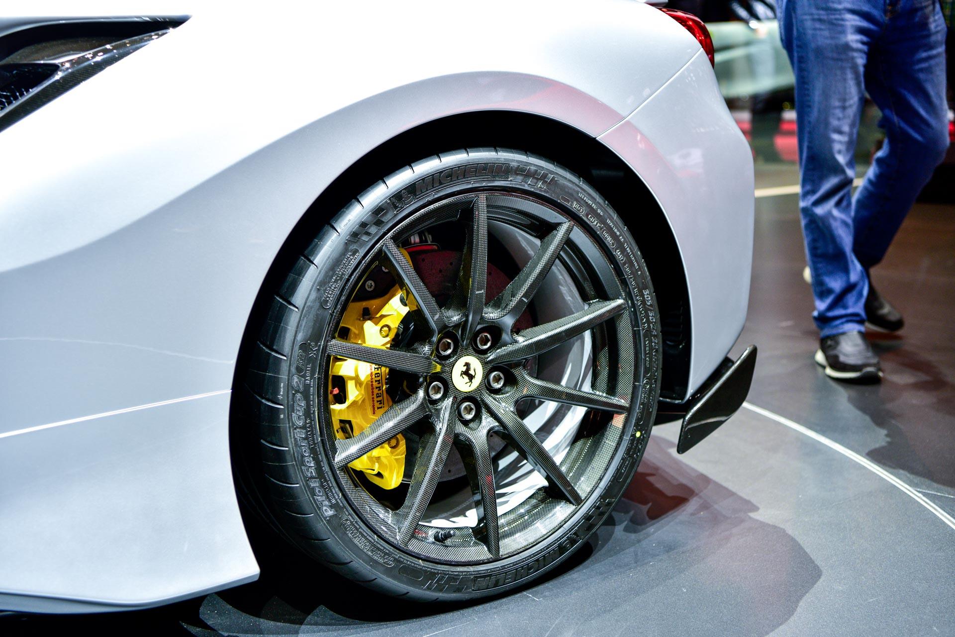 Pista производит в общей сложности 720 л.с. от своего 3,9-литрового двигателя V8.