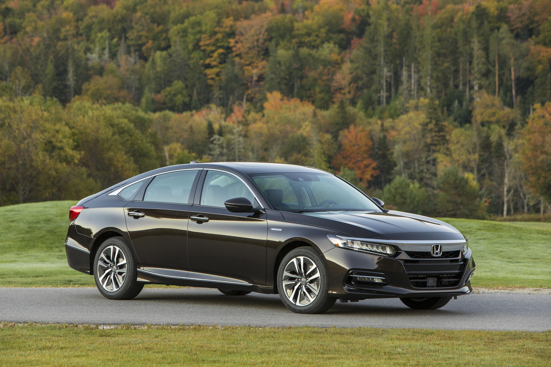 Чтобы подходить более широкому кругу покупателей, Accord Hybrid получит в общей сложности пять уровней отделки салона: Hybrid, EX, EX-L, EX-L Navi и Touring.