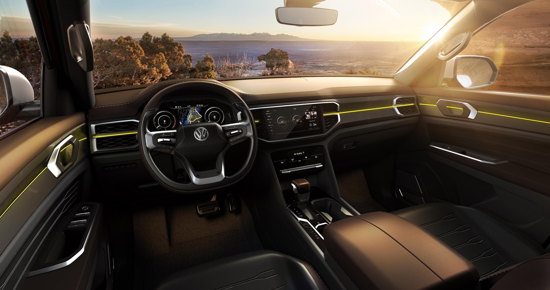 Он демонстрирует пикап VW, основанный на архитектуре MQB. С массивным силовым агрегатом и массой полезных и технологических функций, Tanoak наверняка привлек внимание аудитории автошоу.