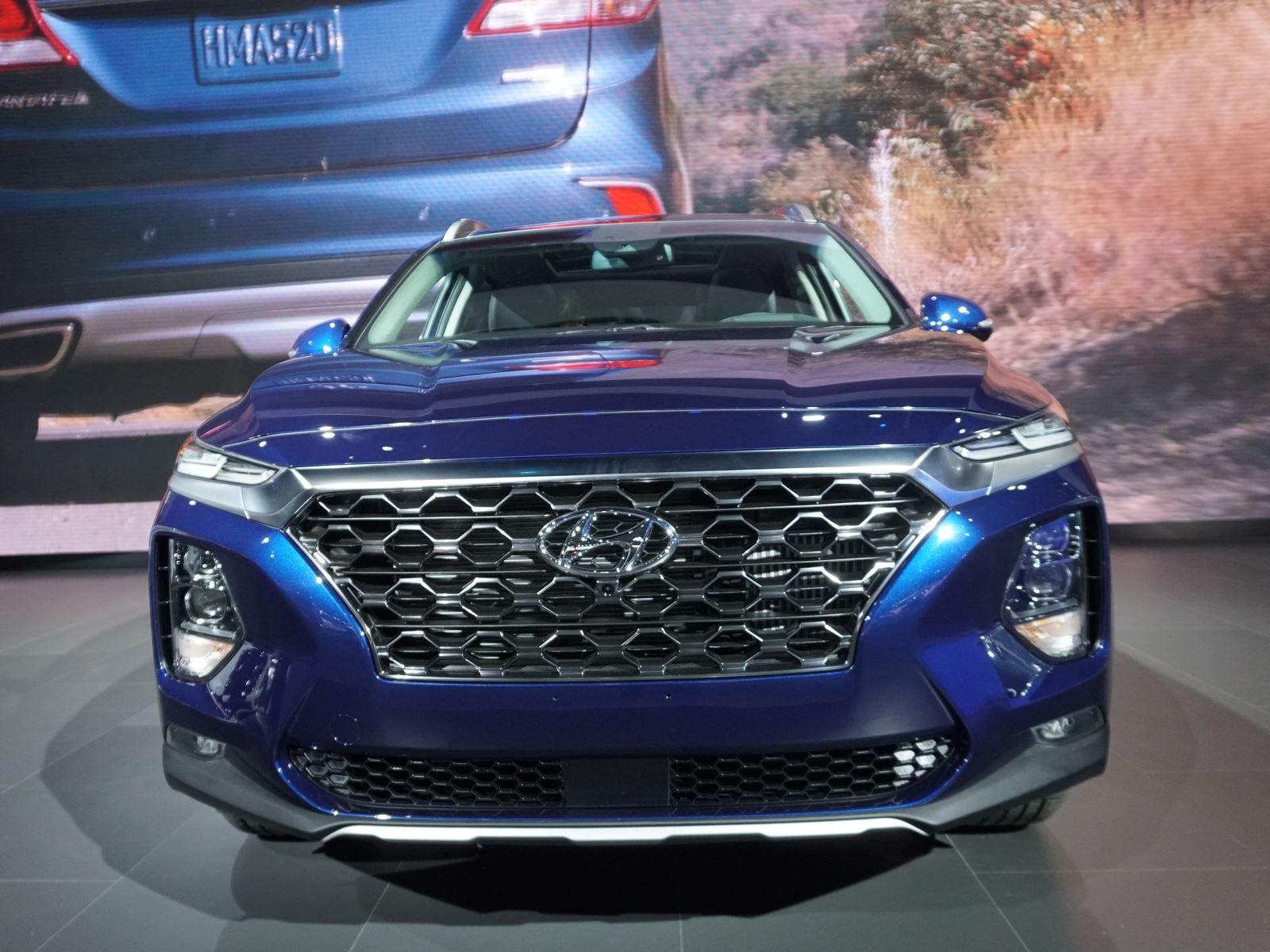 В конце прошлого месяца Hyundai выпустил первые изображения и новости о новом 2019 Santa Fe.