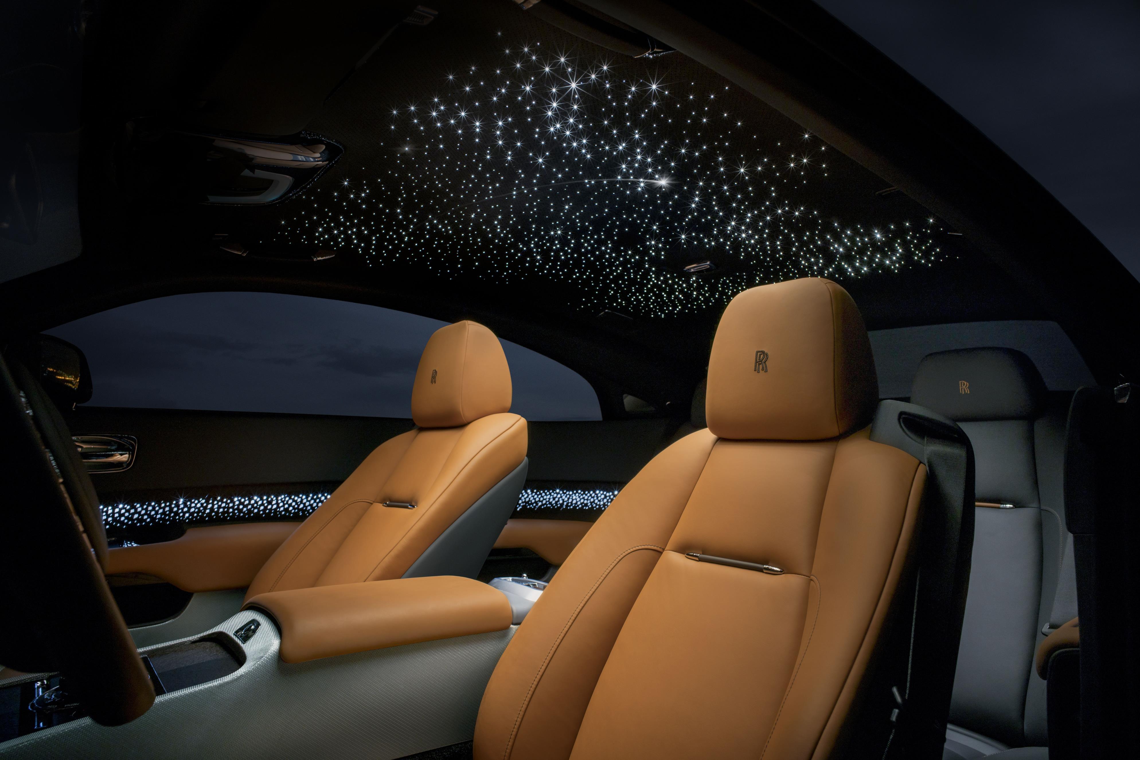Rolls-Royce Wraith был очень успешным проектом. По иронии судьбы, специальная модель Rolls-Royce, представленная здесь, в значительной степени несущественна. Большинство моделей Rolls-Royce имеют определенный уровень настроек. Каждый автомобиль компа