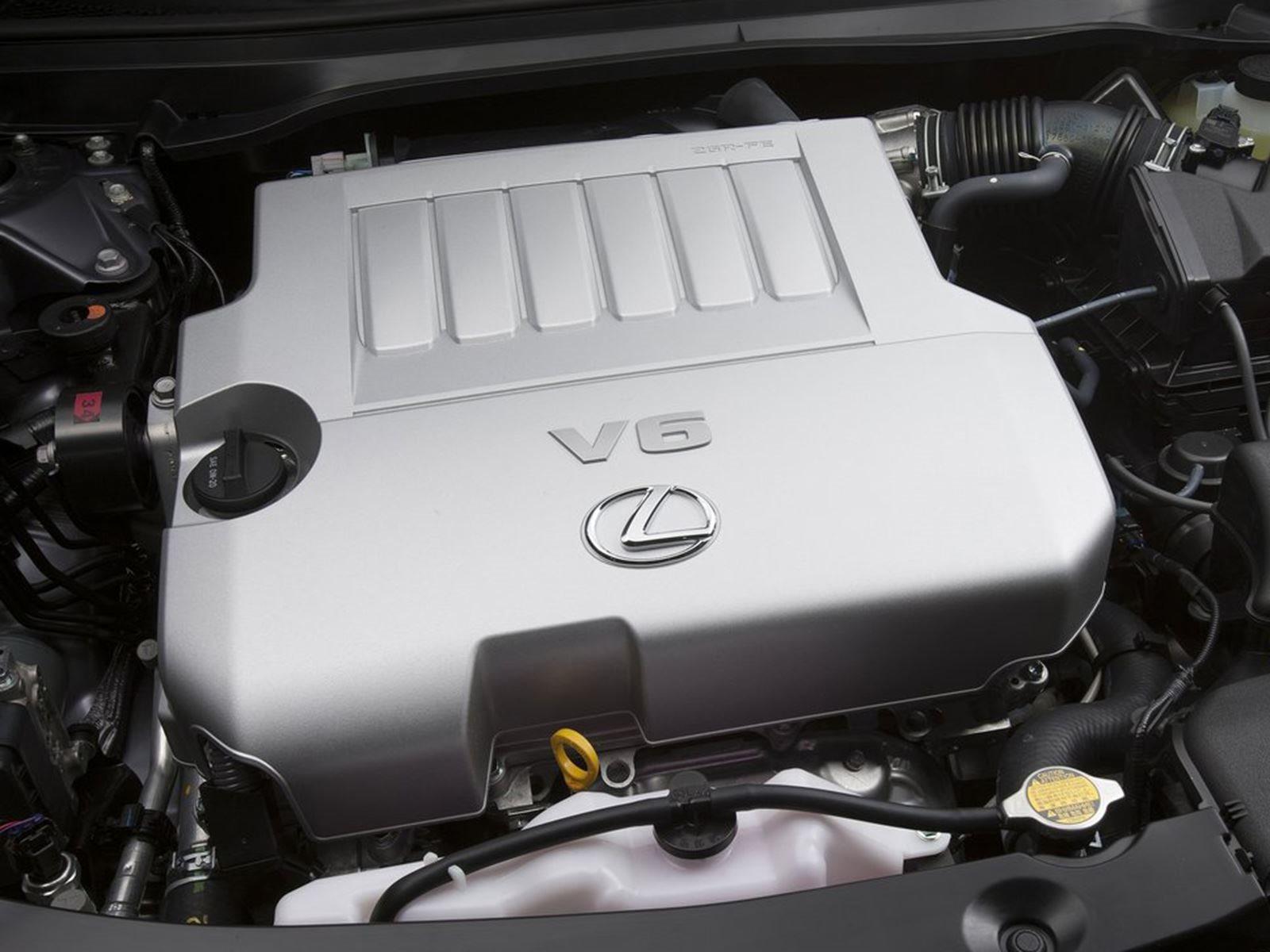 ES 350 - странная модель в линейке Lexus. В то время как другие седаны Lexus являются заднеприводными, стремясь конкурировать с подобными им BMW, ES основан на переднеприводной Toyota Avalon и нацелена на более старую демографию, которая больше забот