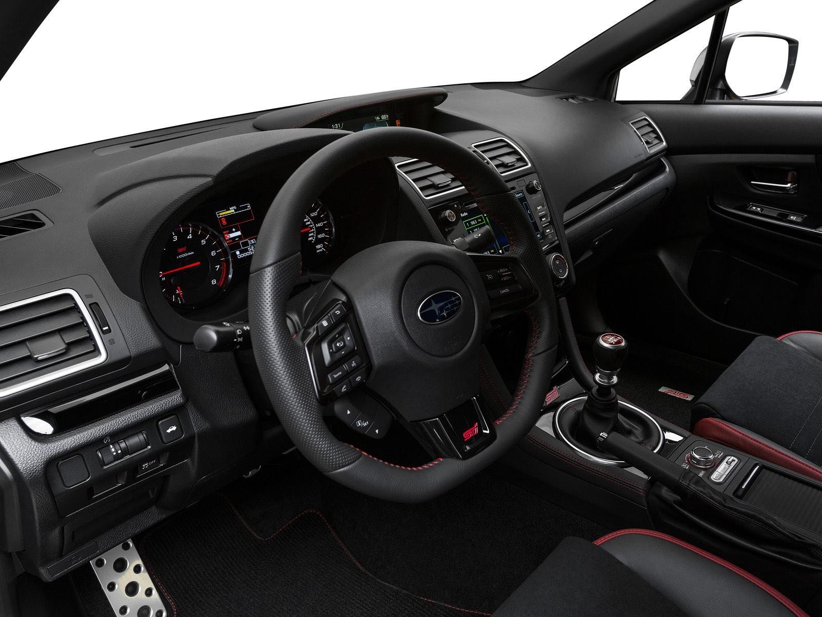 WRX и WRX STI по-прежнему живут на платформе Impreza предыдущего поколения, хотя эта модель переместилась на новые «кости» в 2017 году.