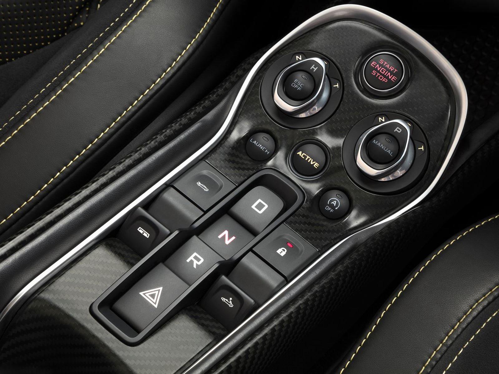 Под капотом ничего не поменялось, привычный 3,8-литровый твин турбо V8 с 562 л.с. и 600 Нм крутящего момента соединен с семиступенчатой автоматической коробкой передач.