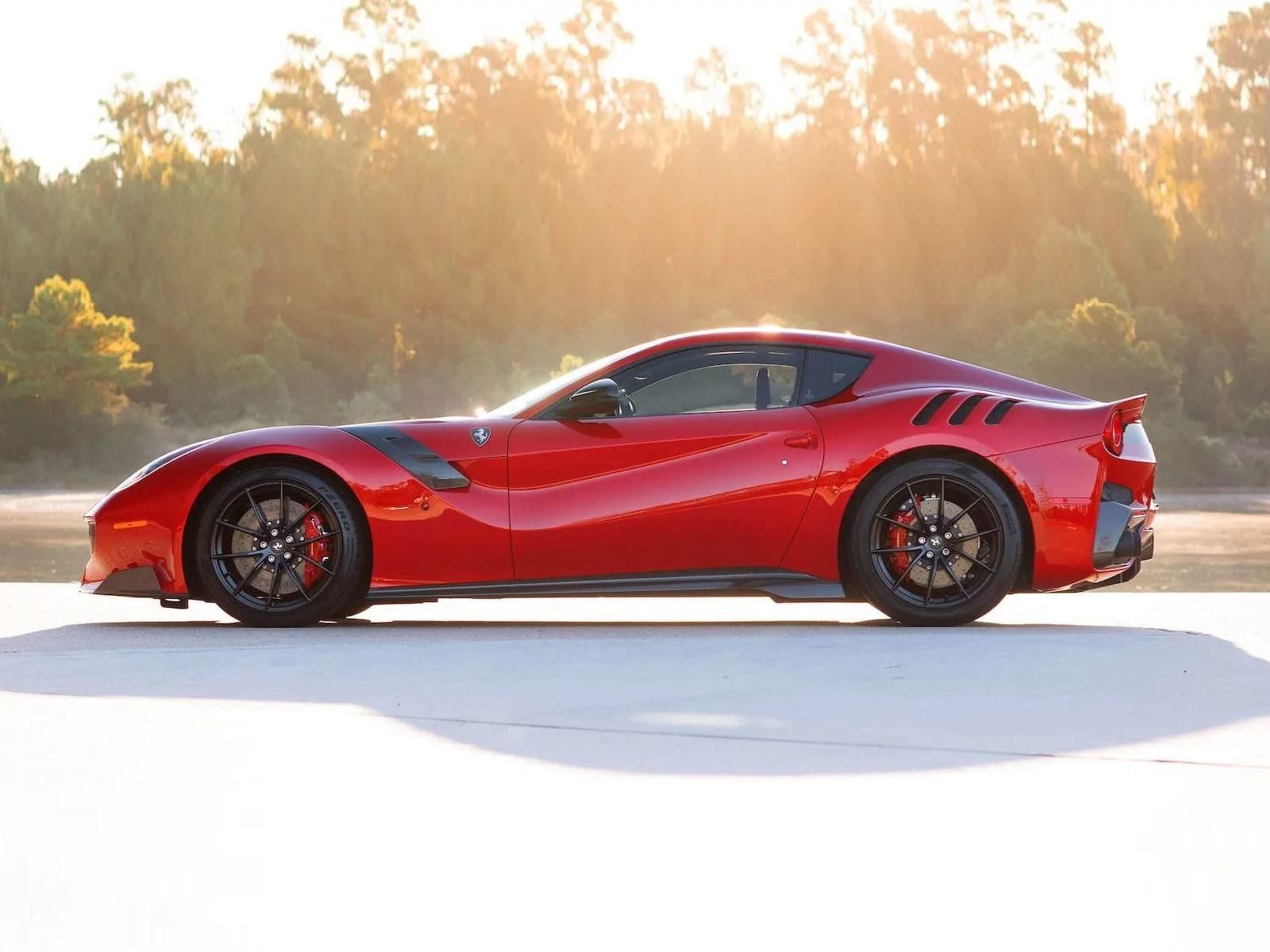 Если вы планируете купить Ferrari с двигателем V12, будьте готовы долго ждать 812 Superfast, потому что флагманский суперкар продан на следующие пять лет. Однако появилась возможность получить кое-что даже лучше - мы говорим, конечно, о его предшеств