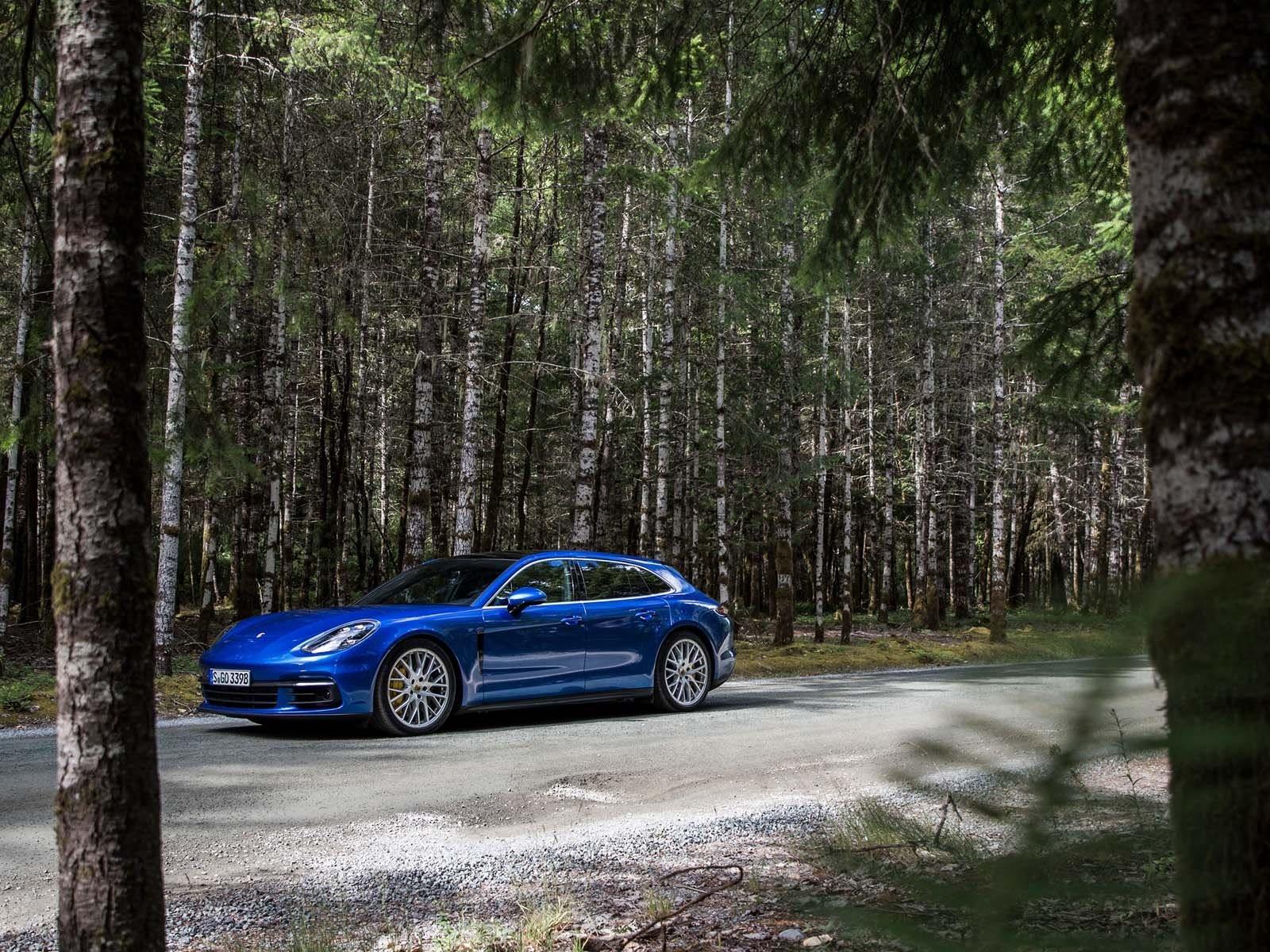 Но даже Porsche знает, что наступит день, когда двигатели внутреннего сгорания станут нежизнеспособны. Блюм даже дошел до того, что предположил, что последний такой автомобиль будет выпущен в 2030 году. Ожидается, что это произойдет быстрее, если тех