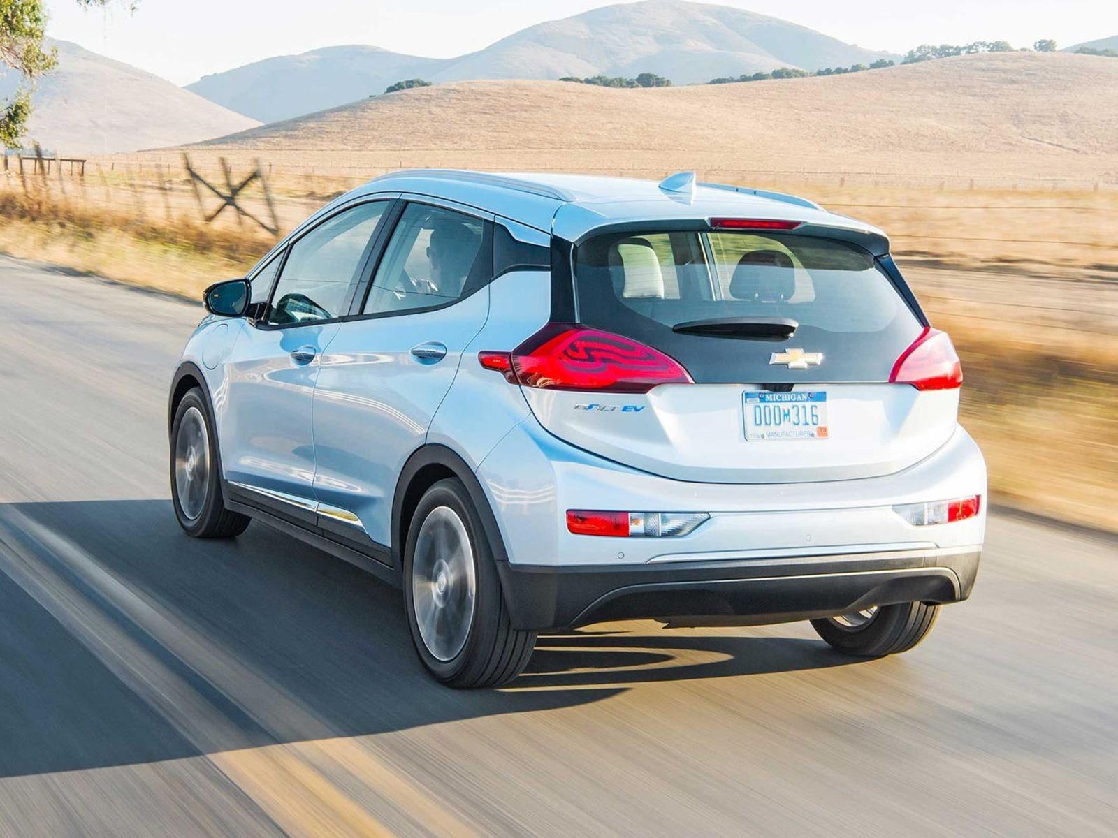 Восьмилетний производственный цикл для автомобиля - невероятно длинный период для сегодняшних стандартов, поэтому эти слухи кажутся нам немного надуманными. Скорее всего, мы увидим обновление раньше. Тем не менее, GM начнет выпускать обновления прогр