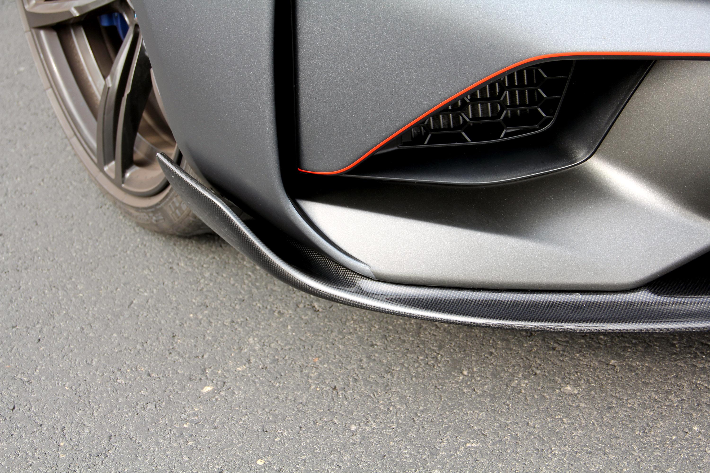 Обновленный BMW M2 поставляется с 370 л.с. от его рядного шестицилиндрового двигателя и с множеством эксклюзивных функций.