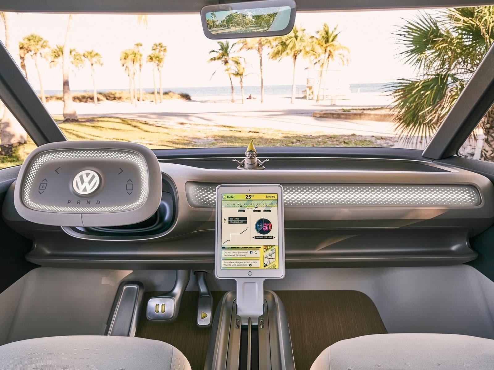 Теперь, когда у VW новый генеральный директор, Герберт Диэс, похоже, что 12-брендовый автопроизводитель вкладывает все усилия в предстоящую эпоху EV, хотя в настоящее время электро-кары составляют довольно небольшой процент доли рынка. В любом случае