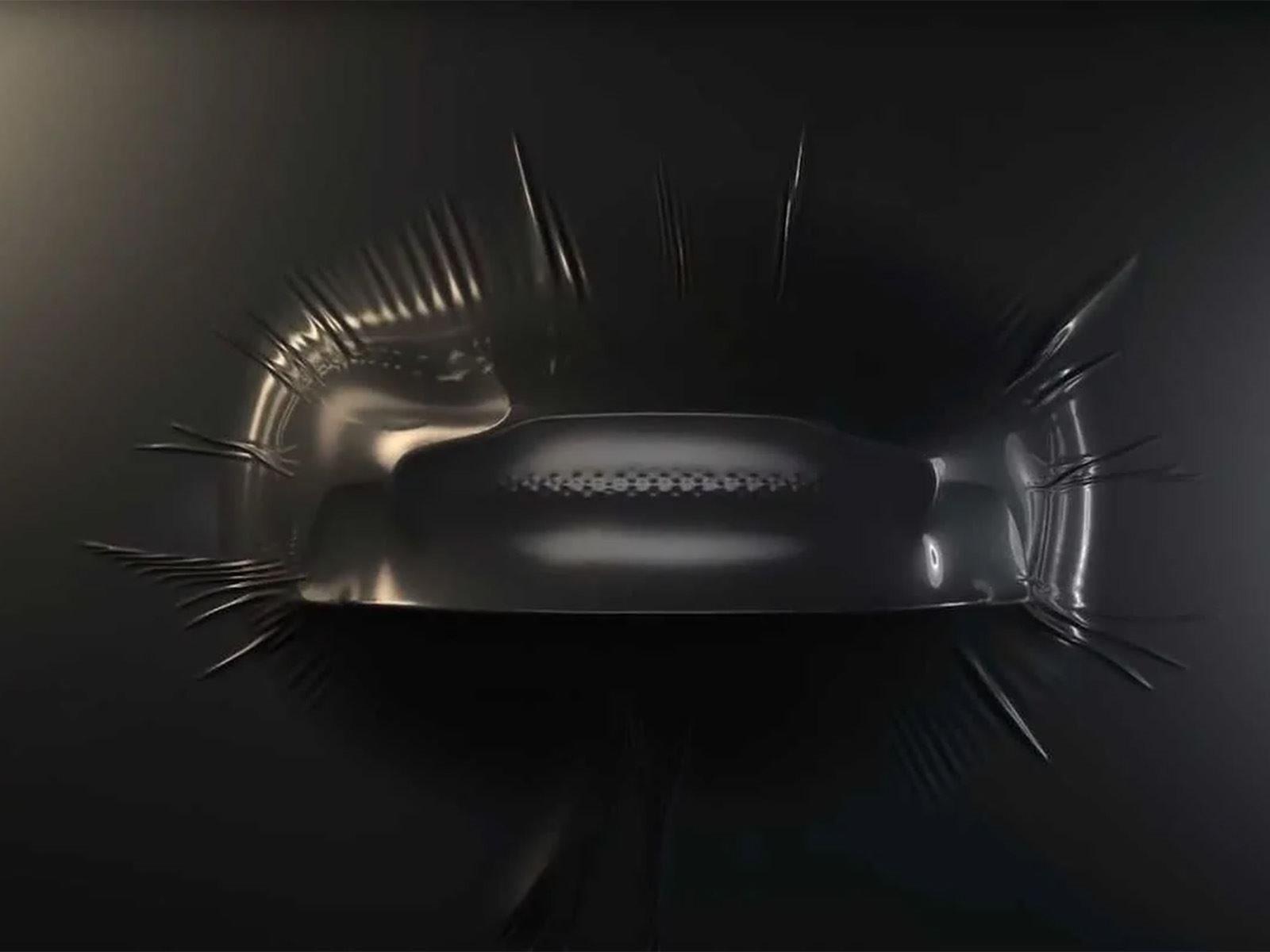 Использование названия Superleggera, которое с итальянского означает «супер-свет», также намекает на экстремальные возможности автомобиля и напоминает об оригинальном DBS 1967 года.